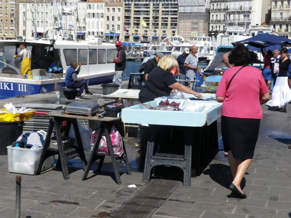 Le Vieux Port t ses étalages de poissons frais (photo perso)