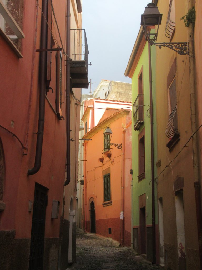 Bosa ruelles colorées