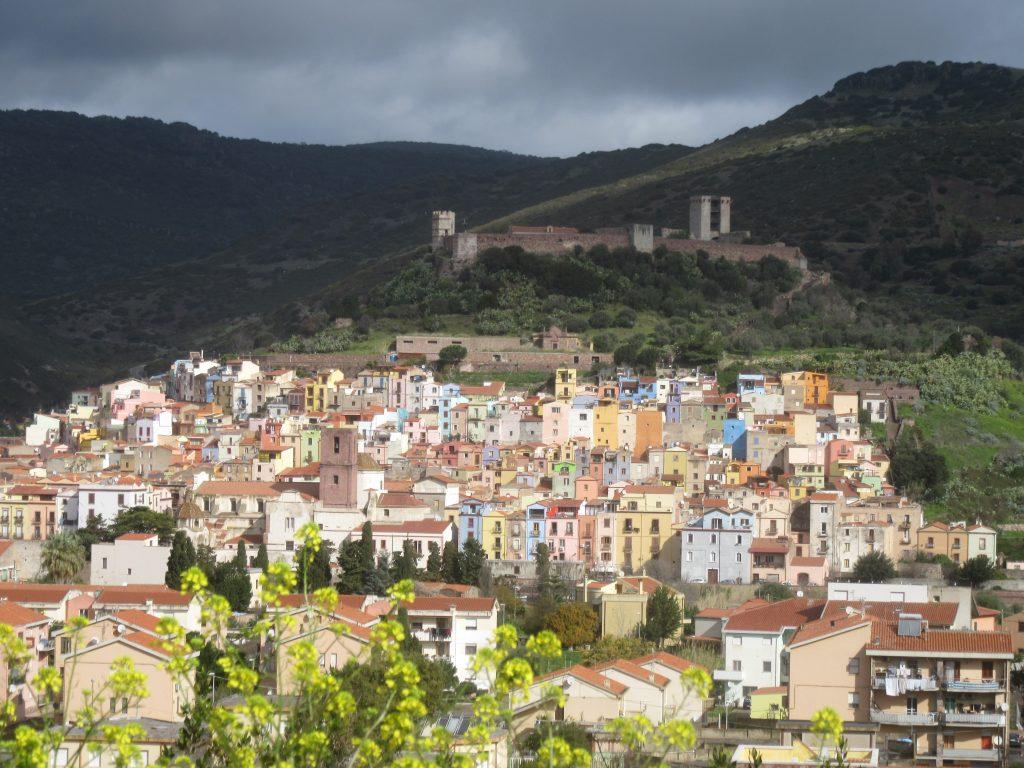 Bosa et ses maisons colorées