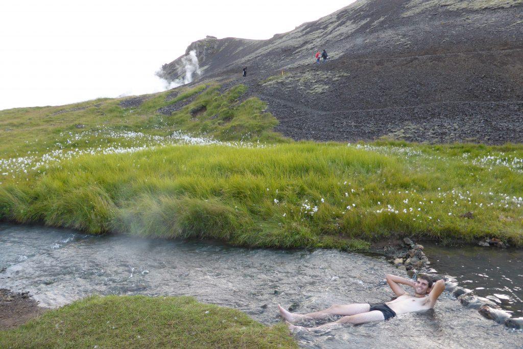 rivière chaude hveragerdi source d'eau chaude Islande
