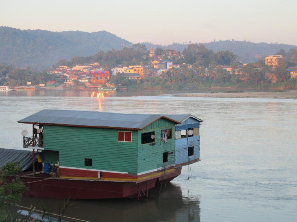 Le Mekong a Chiang Khong. Chiang Khong frontière Thailande Laos