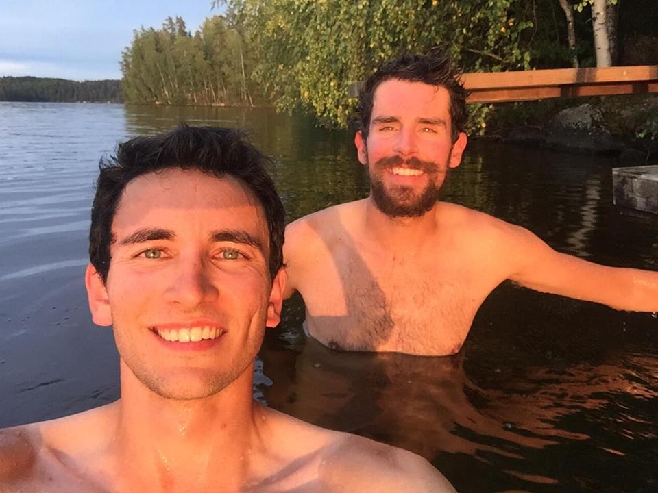 baignade après le sauna Finlande