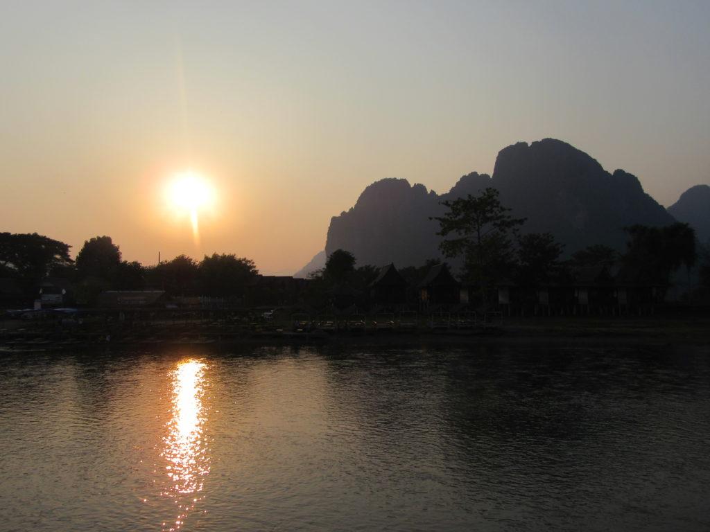 coucher de soleil laos Vang Vieng