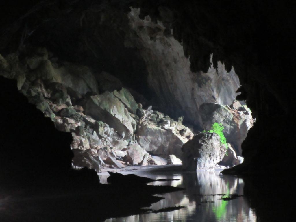 Boucle deThakhek à moto au Laos , grotte de Konglor