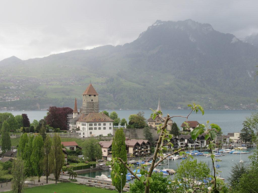 Le village de Spiez lac de Thoune en Suisse