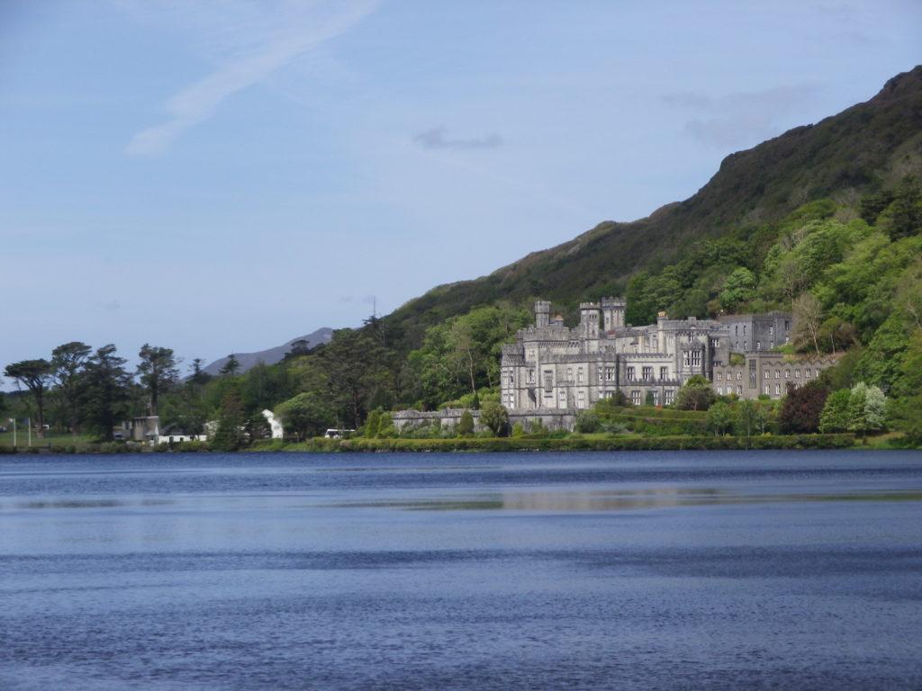 La somptueuse Abbaye de Kylemore fondée en 1920 sur le site du château de Kylemore