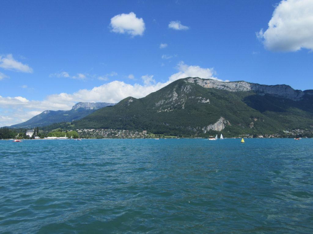 Pedalo sur le lac d'Annecy
