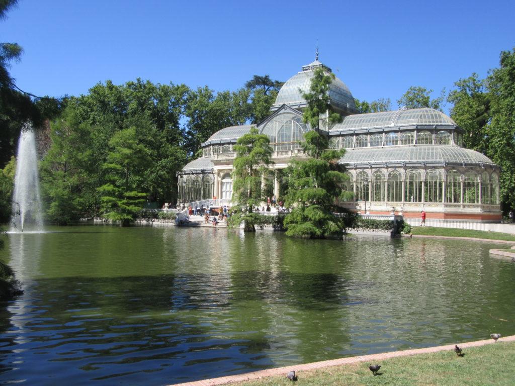 Palais de cristal dans le parc El Retiro à Madrid