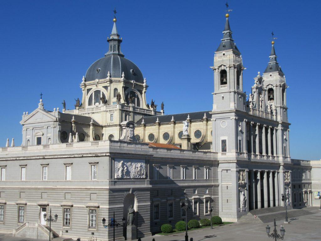 Cathédrale de la Almudena Catedral de Santa María la Real de la Almudena