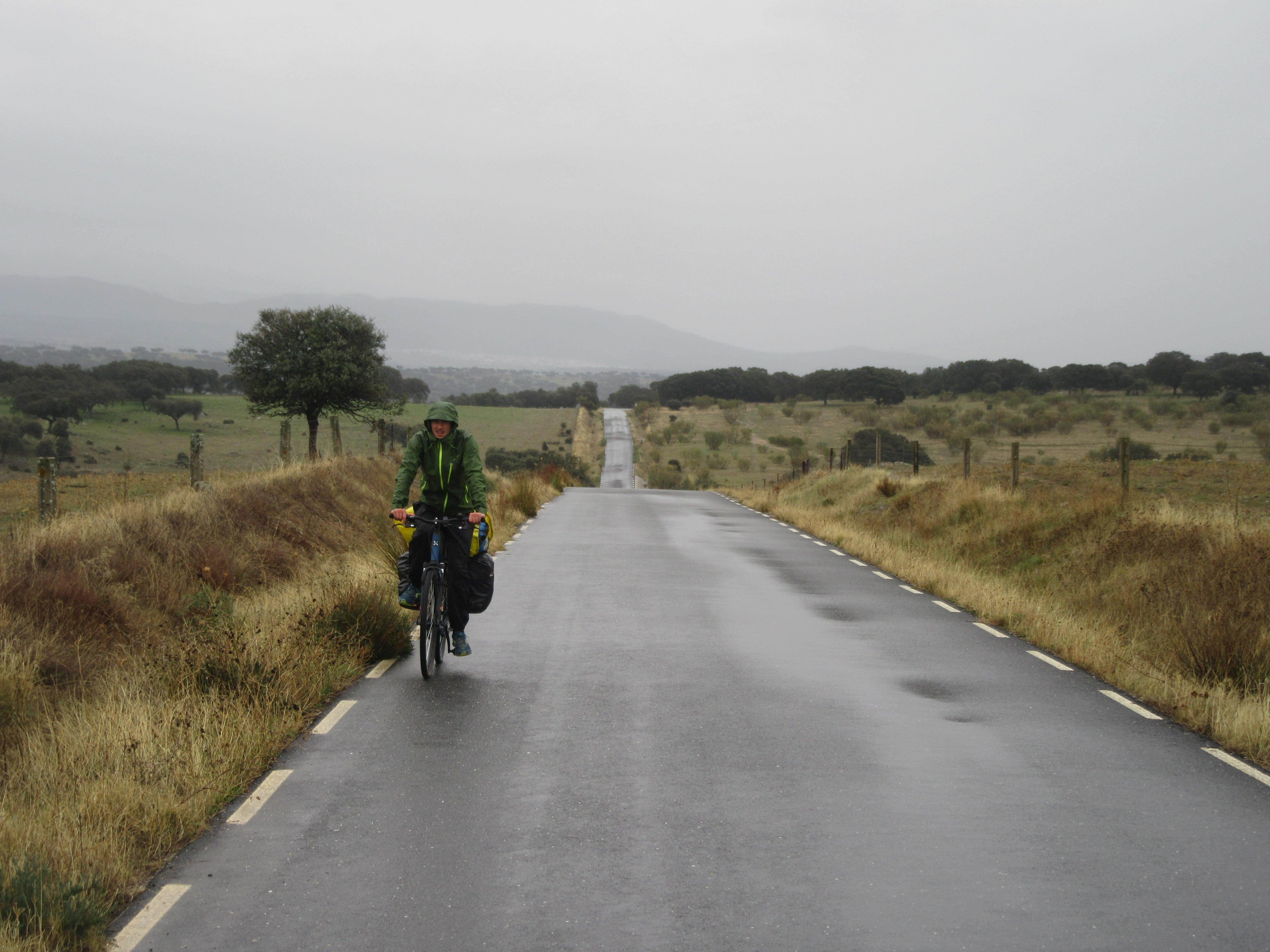 Voyage a vélo sous la pluie