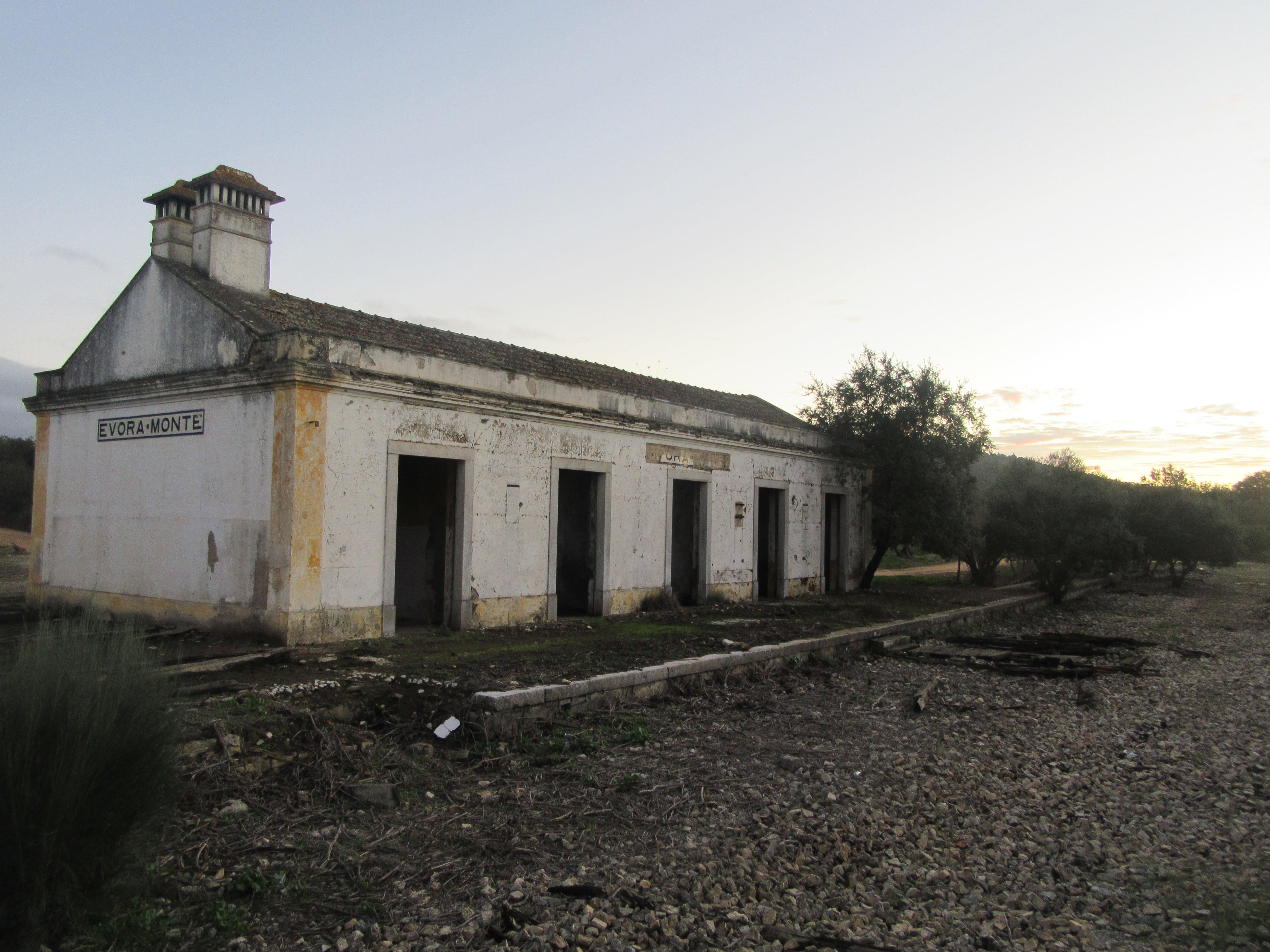 bivouac gare abandonnée au Portugal