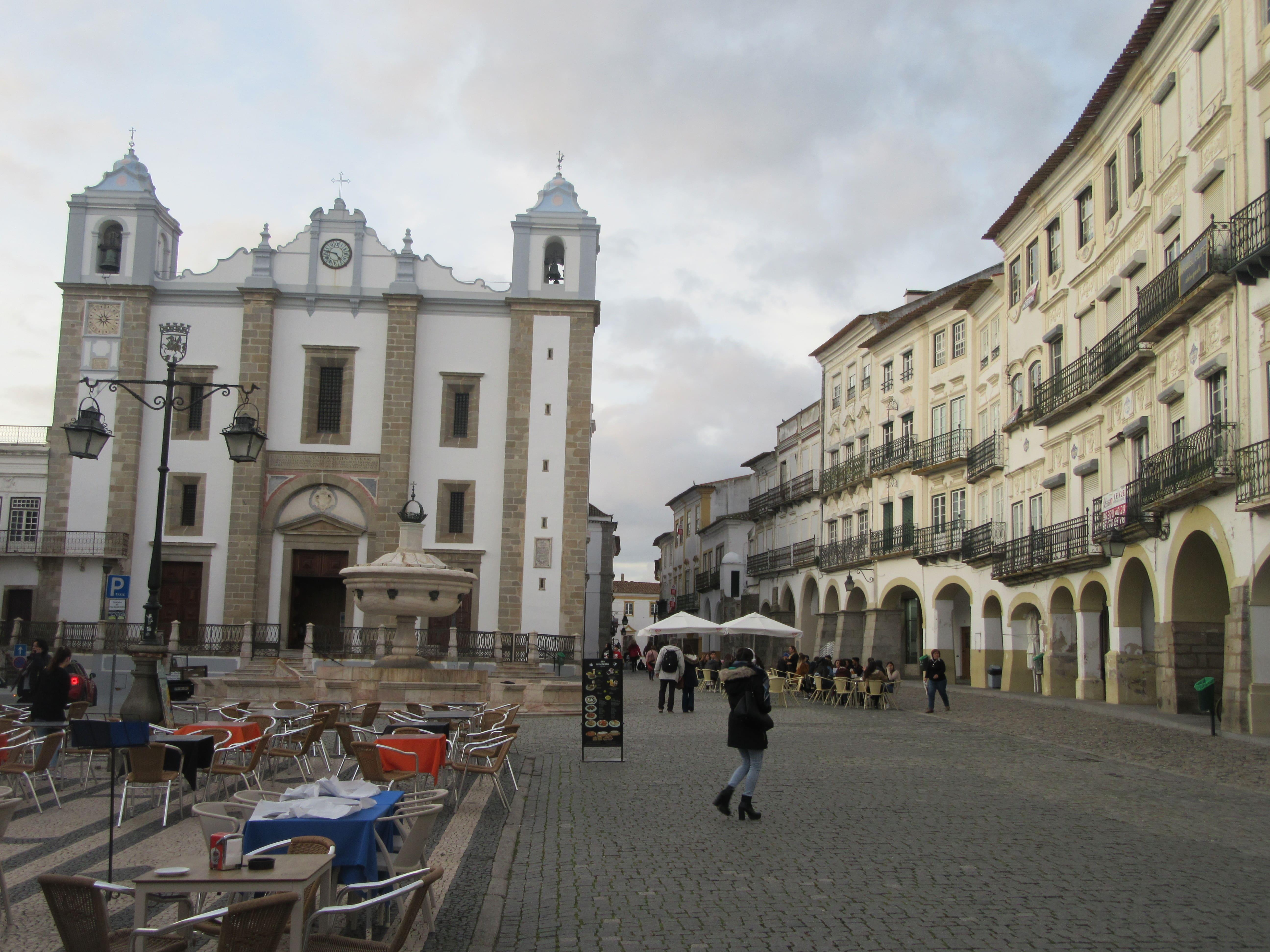 Evora la capitale de l'Alentejo au Portugal