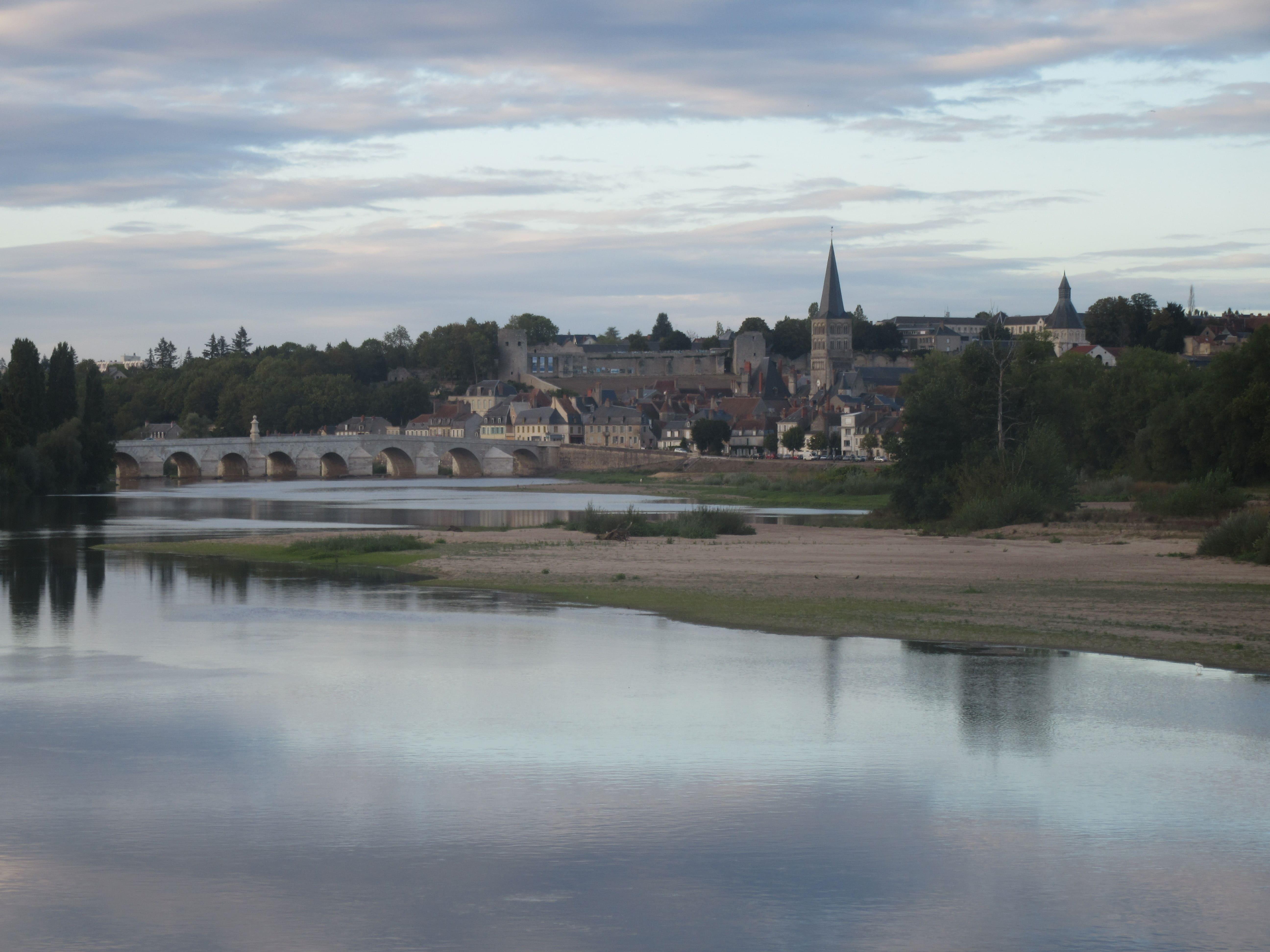 Le village de la Charité sur Loire sur la Loire à Vélo
