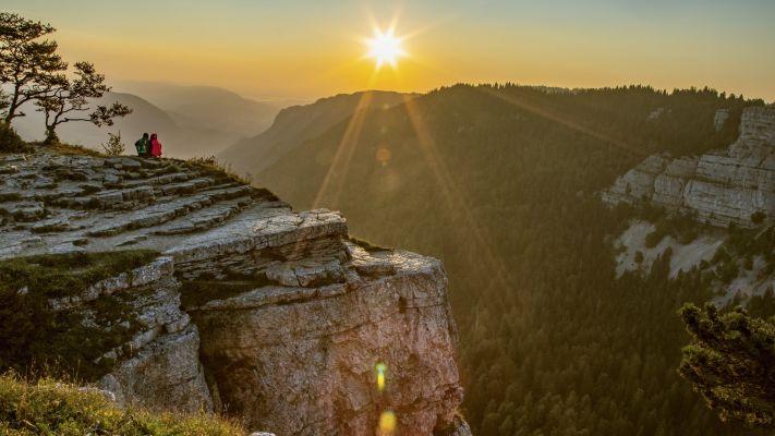 Le Creux du Van sur la randonnée des crêtes du jura suisse