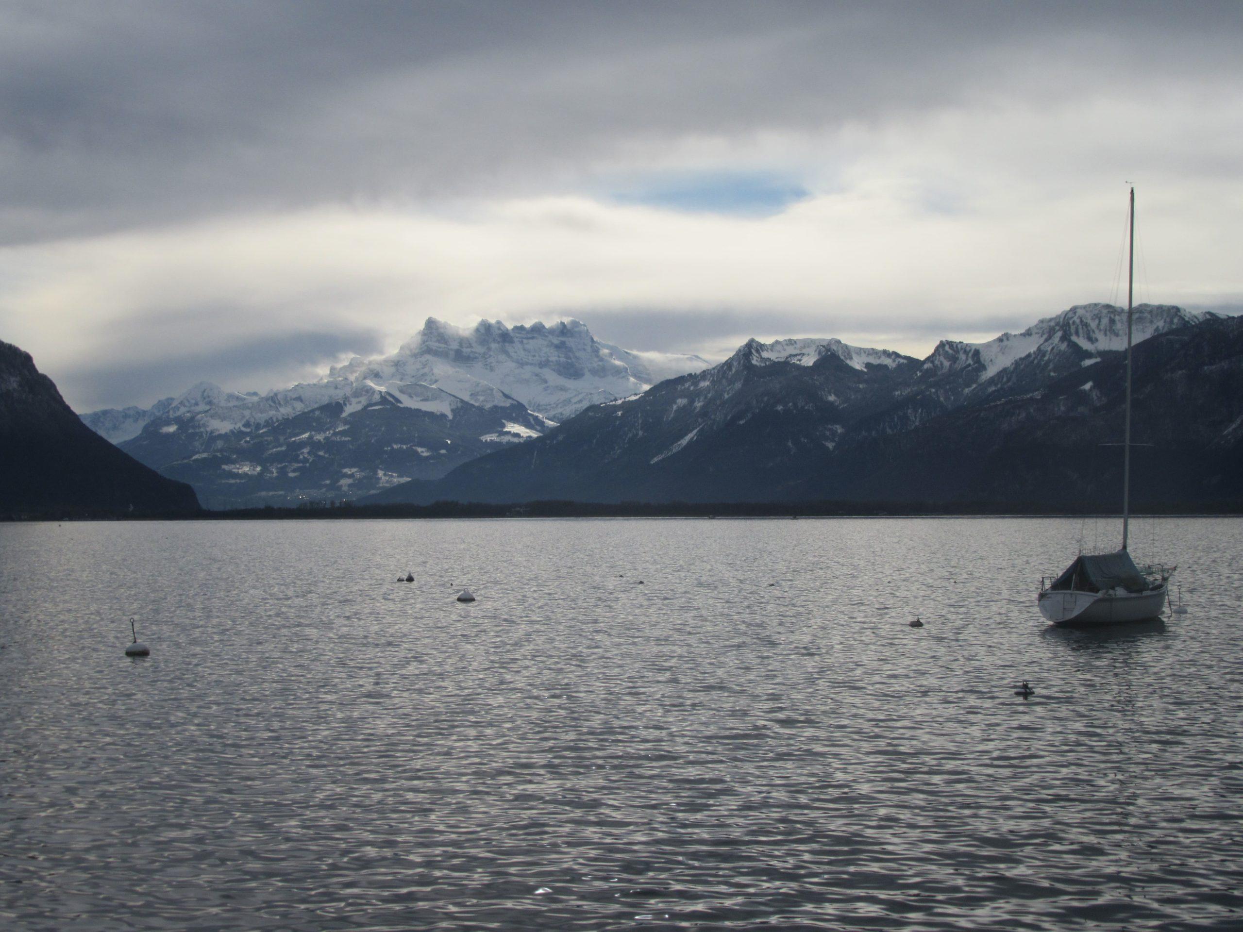 les montagnes de Suisse depuis Montreux